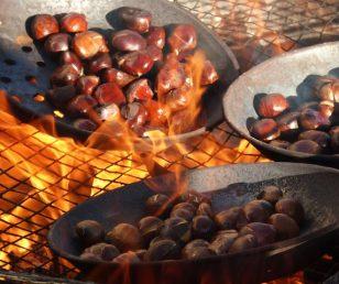 Cavar le castagne dal fuoco