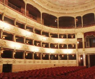 Born in Florence: the 'italian theater' and the telephone